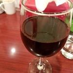 84213578 - グラス赤ワイン