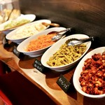 ひばり - セロリとエリンギのきんぴら、ポテトサラダ、キャロットラペ、れんこんのカレーきんぴら、チリビーンズ