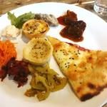 ひばり - 温菜系@ピザはマルガリータとコーンピザがありました