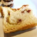 ひばり - 自家製パン@MVP。あたたかくてふわふわしっとり。チーズがとろり