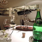 AKI NAGAO - 奇天烈なマシンでワインを♪