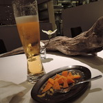 AKI NAGAO - 従兄弟を待つ間、一人ビールを飲む(*´∀`*)