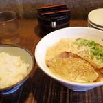 ラーメン一興 - 料理写真:2018年4月 伊予路味噌ラーメン(700円)、ライス(160円)