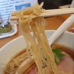 テラ - 細めの縮れ麺