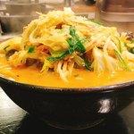 らーめん高橋 - 料理写真:野菜たっぷり味噌ラーメン 950円 辛味追加 50円