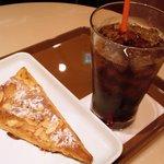 サンマルクカフェ - アーモンドシュガーパイとアイスブラック