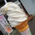84222897 - ソフトクリーム 300円