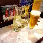 レストラン プティルッソ - 白ワインとビールで乾杯♪