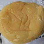 84224390 - 生クリームパン(カスタード)