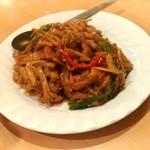 麒麟楼 - 豚肉の金針菜炒め 950円
