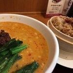 中国料理 珍満 - 坦々麺とハーフ丼セット、丼はウルトラちゃん
