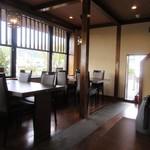 蕎麦や 銀次郎 - 回転寿司のすし大臣グループのお店は店内が洗練されて高級感あふれる店内でした。