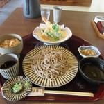蕎麦や 銀次郎 - 暫く待つと注文した蕎麦の花ランチ(ご飯付)1450円の出来上がりです。