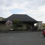 蕎麦や 銀次郎 - お店は県道17号線沿い古賀町の信号近くにあります。