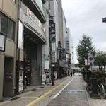 84232879 - 店舗は左のビル地下、遠くに富山駅