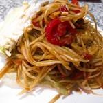 居酒屋 タイ - ソムタムプー (発酵した蟹が入っている方の青パパイアサラダ) 辛いけど発酵も良くてウマウマです♡
