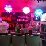 居酒屋 タイ - 店内。タイではありません蒲田です。テレビもあるよ。