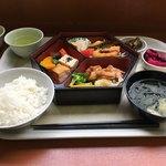 中野満点食堂 - 一汁三菜定食@600 雑穀米は売り切れ(12時40分)