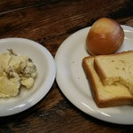 炭焼きイタリアン 炭リッチ - パンとサラダは食べ放題、ドリンクバーも付きます