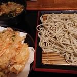 蕎麦たかね 日本橋茅場町店 - かき揚げも相当大きくて食べ応えあります