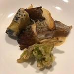 84250035 - 5.旬の鮮魚(真鯛)のポワレ サフランのソース