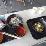 田子の浦港 漁協食堂 - Wと親