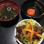 Fukushigehorumon - サラダ・お吸い物・生卵