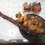 メゾン ムラタ - バトン ショコラ・ゴルゴンゾーラとクルミのカンパーニュ・ベーコンエピ・ブラッドオレンジとクランベリーのブリオッシュ・レーズンブレッド ハーフ