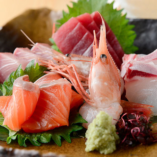 鮮魚の目利きに自信アリ!市場で仕入れる鮮魚・活魚の味は格別◎