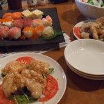 海鮮厨房 - 油淋鶏・海鮮サラダ。