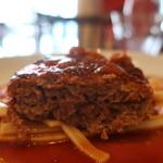 肉バル ゴージラ - 山形牛のハンバーグ断面アップ