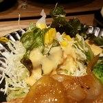 九州焼肉 てにをは - キャベツの千切りには既にドレッシングが掛けられる