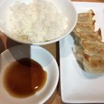 84274816 - 100円で、餃子とご飯セット!