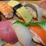 二号線 - 600円のお寿司 魚が美味しいです。