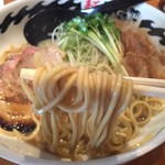 麺ファクトリー ジョーズ - ラーメン(750円)麺リフト