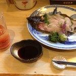 歌舞伎 - 生簀に泳いでた小ぶりな鮮魚は活け造りにしてくれます。残った骨と頭は唐揚げにして頂けました。