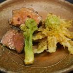 東家 - 十勝牛サーロイン、タラの芽、フキノトウの天ぷら