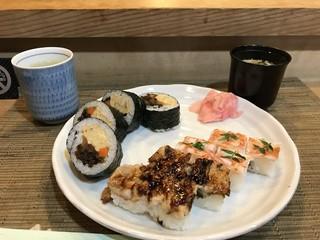 檜垣 - 穴子箱、海老箱、巻きの三種盛り1600円です(2018.4.17)