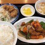 味宝楼 - 酢豚定食 800円 ご飯大盛り +50円