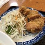味宝楼 - 鶏の唐揚げが小皿で付いています♫