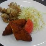 イエロー ツリー - 鶏炭焼きと白身魚