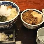 84293711 - 本日のまかない丼と日替りそば(すき焼き丼&冷やしぶっかけそば) 1,000円 ♪