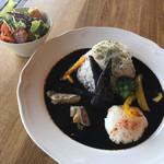 カフェ バッソ - 料理写真:黒カレー 野菜や果物の甘みが強いけど 結構辛い!!