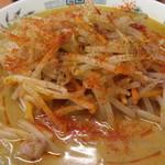 日高屋 - 味噌ラーメン500円を細麺 一味、胡椒、ラー油がけアップ