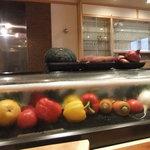 ペリーズバー - オープンキッチン。カウンター