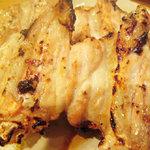 鳥小屋 - 料理写真:焼鳥の王様?手羽先は感動の食感と味!