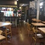 オステリア エ バール ポレンタ - 2018年1月改装後の広々とした店内