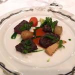 84309920 - 牛フィレ肉のグリル クレソンのピュレ ジュのソース