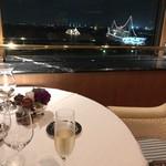 84309966 - 窓際席から横浜港を望みながら乾杯です