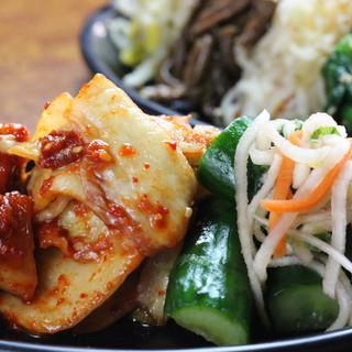 たっぷり野菜でヘルシー焼肉♪【自家製キムチ】&【サラダ】◎